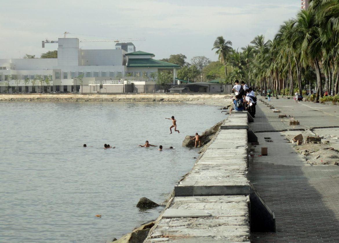 Boys swimming in filthy Manila Bay. Am I sure about giving the Philippines a second chance?