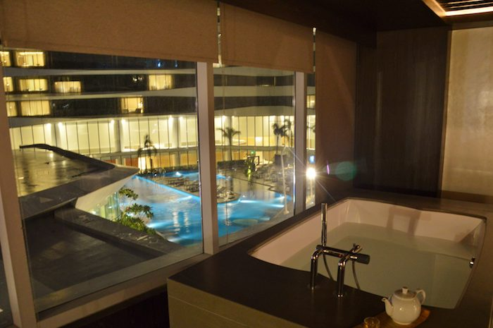 Spa and pool at conrad